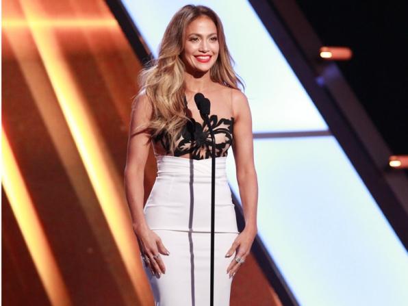 Jennifer Lopez rạng rỡ trong một bộ váy tuyệt đẹp