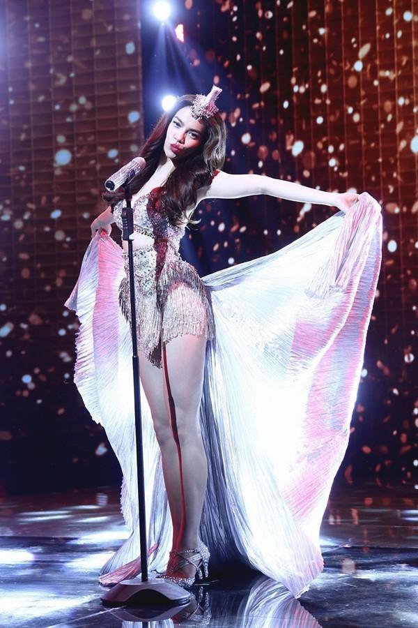 Hồ Ngọc Hà lộng lẫy và rực rỡ trong trailer Live Concert 11