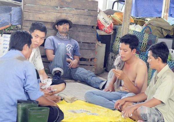 Hoài Linh và con trai nuôi bụi đời hết cỡ trong Lớp học một không hai 11