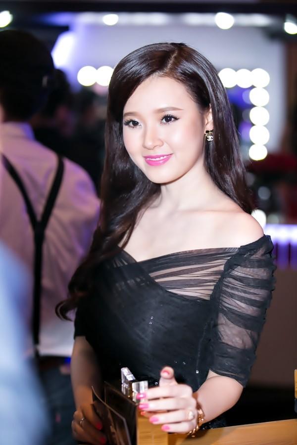 """""""Soi"""" tóc đẹp và đẳng cấp của sao Việt tại Elle Fashion Show 14"""
