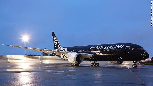 Một chiếc máy bay khác củaAir New Zealand được sơn đen toàn bộ.