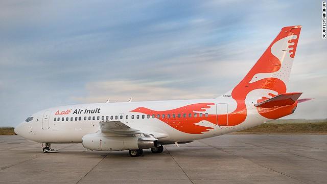 Máy bay hãngCanadian airlines nổi bật với con chim màu cam.