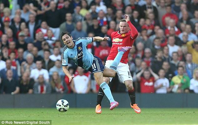 Tình huống nhận thẻ đỏ của Rooney là vô cùng đáng chê trách bởi hệ lụy của nó với Man Utd là vô cùng lớn.