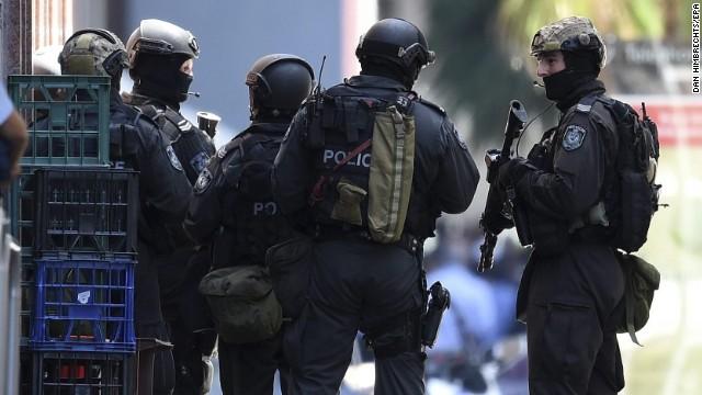 Lực lượng an ninh ngay lập tức được triển khai (Ảnh: CNN)