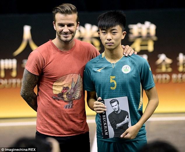 Tại Việt Nam, báo chí không được phép chụp ảnh Beckham vì vấn đề bản quyền hình ảnh, tuy nhiên, ở chuyến thăm trước đó của anh tới Macau, mọi chuyện có vẻ thoáng hơn.