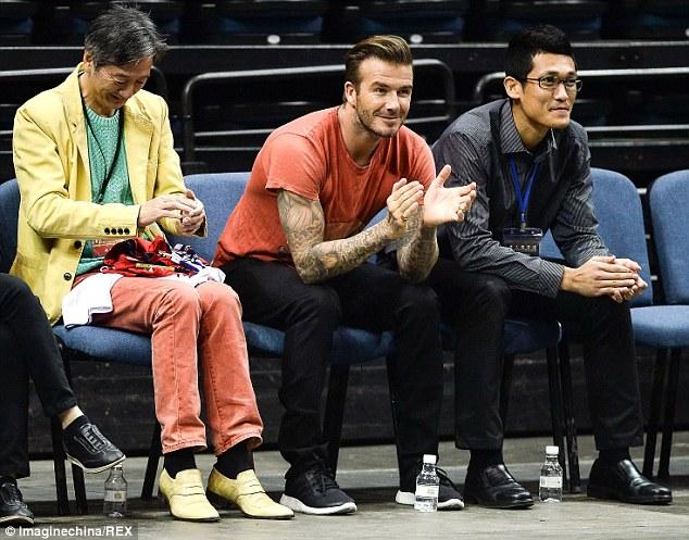 Một tin vui vừa đến với Beckham khi cậu con trai cả của anh - Brooklyn, vừa được nhận vào để đào tạo tại đội trẻ của Arsenal.
