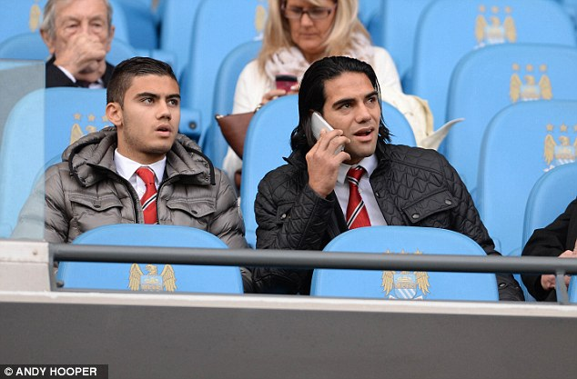 Falcao liên tiếp ngồi ngoài trong những trận đấu quan trọng của Man Utd