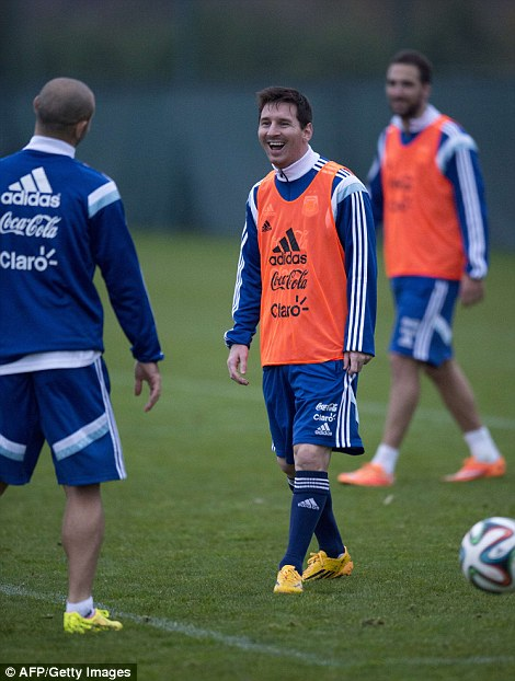 Nụ cười của Messi xuất hiện nhiều hơn trong lúc tập luyện.