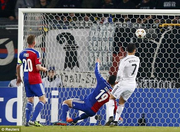 """Cris Ronaldo cân bằng kỷ lục ghi bàn tại Champions League với """"Chúa nhẫn"""""""