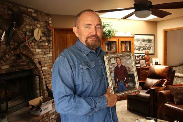 Cha của Paul Walker không thể nguôi nỗi nhớ con trai.
