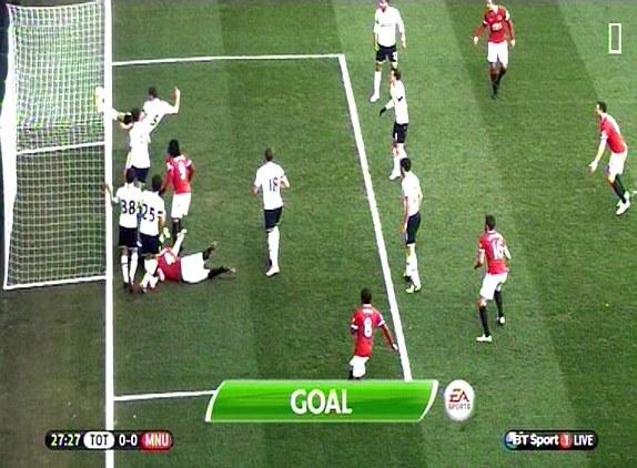 Tình huống gây tranh cãi khi trọng tài không công nhận bàn thắng dù bóng đã đi vào lưới do cho rằng Falcao đã phạm lỗi với thủ môn Lloris