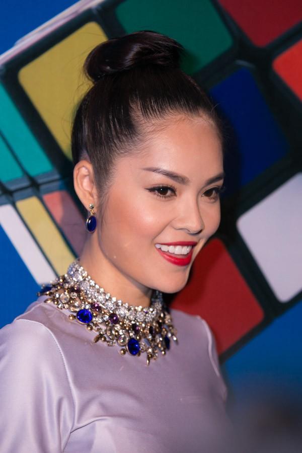 """""""Soi"""" tóc đẹp và đẳng cấp của sao Việt tại Elle Fashion Show 15"""