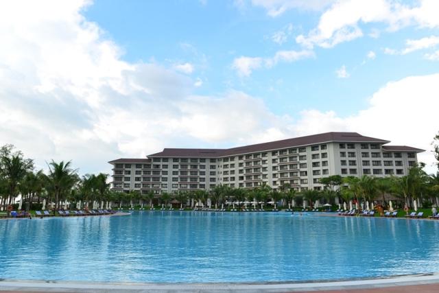 Bể bơi 5000 m2 đẳng cấp tại Vin Pearl Phú Quốc