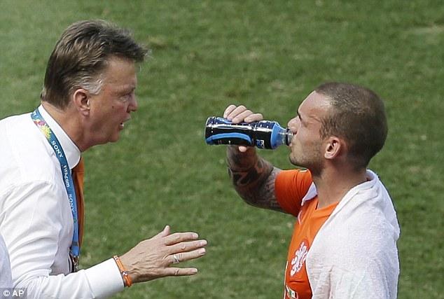 Mức giá 9 triệu bảng cho Sneijder có vẻ không đủ sức nặng để làm khó HLV Louis van Gaal - người đang rất mong mỏi được tái ngộ cậu học trò cũ tài năng.