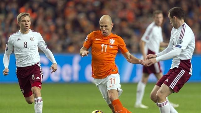 Robben lập một cú đúp cho đội tuyển Hà Lan