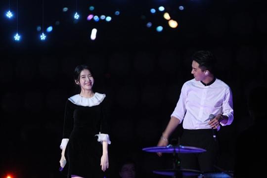 Cô cũng khiến khán giả thích thú khikết đôicùng thành viên nhóm nhạc Winner trong một ca khúc
