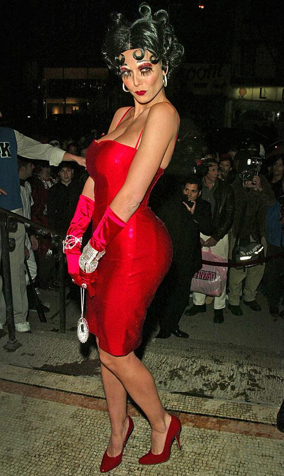 Cô hóa thân thành nhân vật Betty Boop năm 2002
