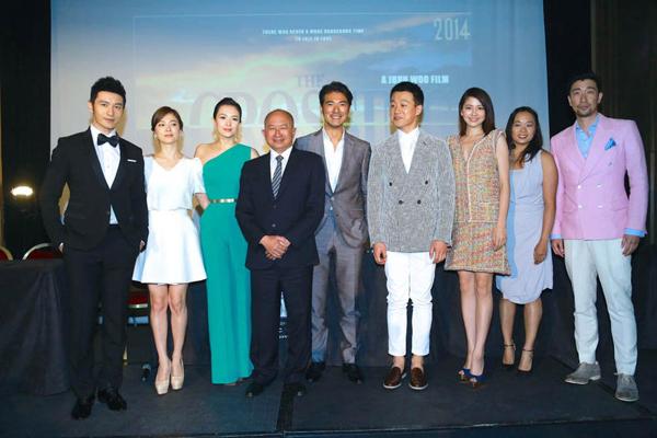 Song Hye Kyo chụp ảnh cùng đạo diễn Ngô Vũ Sâm và các bạn diễn