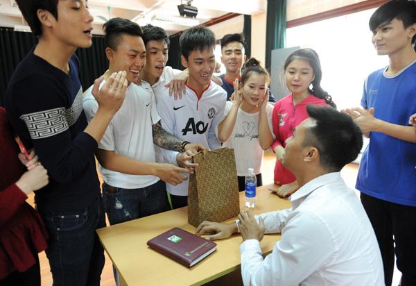Theo chân Quang sọt của Đội đặc nhiệm nhà C21 đi dạy học