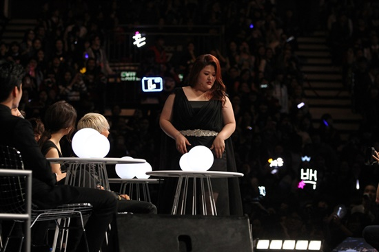 Ngôi sao của Roommate - Lee Kook Joo khiến khán giả bất ngờ khi trình diễn những điệu nhảy nóng bỏng