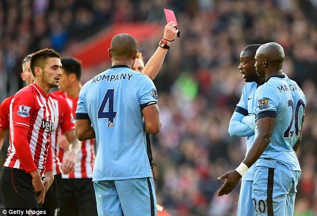 Trung vệ Eliaquim Mangala sẽ bị treo giò do nhận thẻ đỏ trong trận Southampton