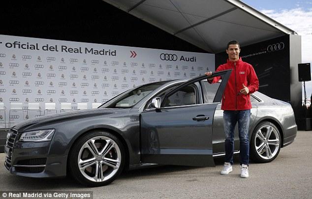 Cris Ronaldo chọn mẫu sedan Audi S8 với động cơ có thể sản sinh 520 mã lực