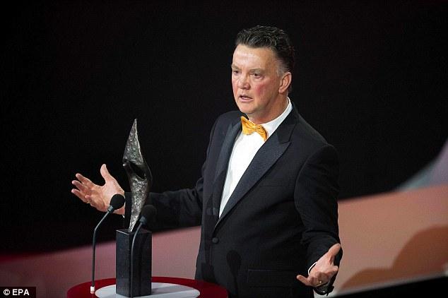 HLV Van Gaal được bình chọn là huấn luyện viên xuất sắc nhất năm tại Hà Lan