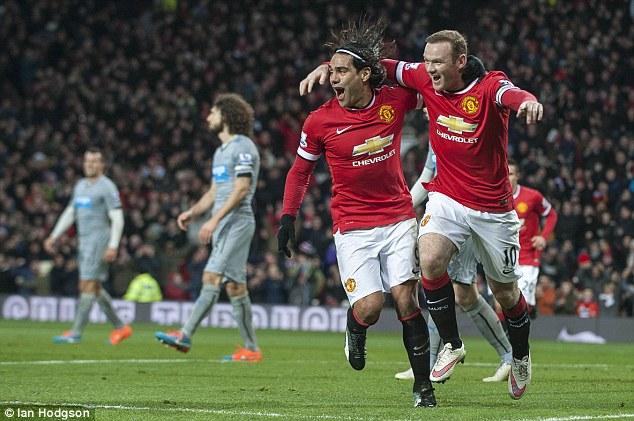Thắng to song HLV Van Gaal vẫn chưa hài lòng với Man United