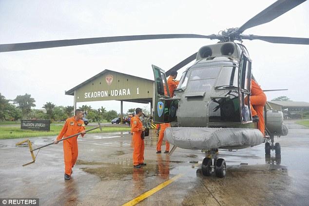 Chiến dịch tìm kiếm máy bay diễn ra trong điều kiện thời tiết xấu.