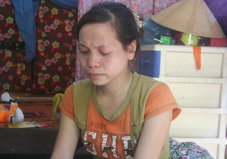 Chị Hồng khóc nức nở khi kể về trường hợp của mình