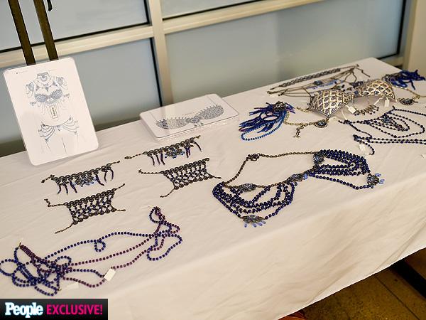 Hé lộ bộ nội y tiền tỷ sẽ được trình diễn trong Victorias Secret Fashion Show năm nay