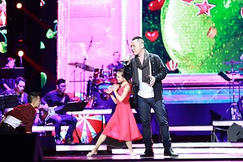 """Hoàng Hải trở lại ngọt ngào với ballad trong ca khúc """"Mãi không rời xa"""". Dù được khen về giọng hát chắc chắn nhưng Hoàng Hải cũng bị nhắc nhở là thiếu cảm xúc về âm nhạc."""