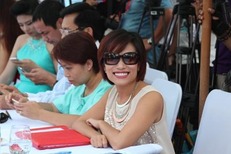 Biên đạo múa Trần Ly Ly tươi tắn ngồi ghế giám khảo