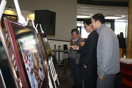 Hình ảnh tại buổi khai mạc Triển lãm Cuộc thi ảnh Di sản Việt Nam 2014 sáng 4/12 tại Hà Nội