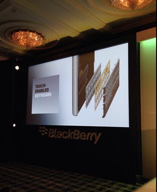 Bàn phím của BlackBerry Passport được chế tạo theo công nghệ đặc biệt