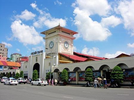 Chợ Bến Thành, TP.HCM là nơi hấp dẫn nhiều du khách nước ngoài. (Nguồn: Dân trí)