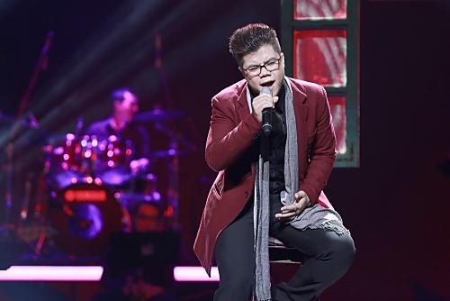 """Đinh Mạnh Ninh thể hiện ca khúc """"Hoa sữa mùa thu"""" do chính anh sáng tác. Đây là một ca khúc nhẹ nhàng, lãng mạn, thể hiện sự trưởng thành của Đinh Mạnh Ninh cả về sáng tác và giọng hát."""