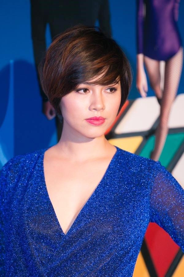 """""""Soi"""" tóc đẹp và đẳng cấp của sao Việt tại Elle Fashion Show 4"""