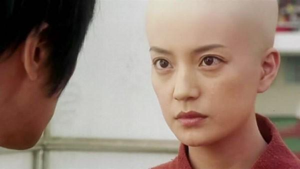 3 hình ảnh của Triệu Vy trong phim Đội bóng Thiếu Lâm.