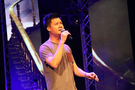 """Ca sĩ Quang Dũng với """"Đời có bao nhiêu ngày vui"""" - một sáng tác mới của nhạc sĩ trẻ Châu Đăng Khoa"""