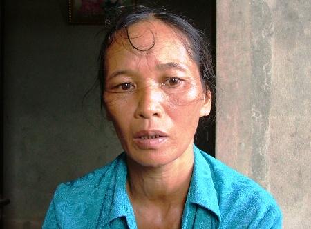 Người phụ nữ nghèo bất hạnh chỉ mong ước có một phép màu để chữa khỏi bệnh cho con