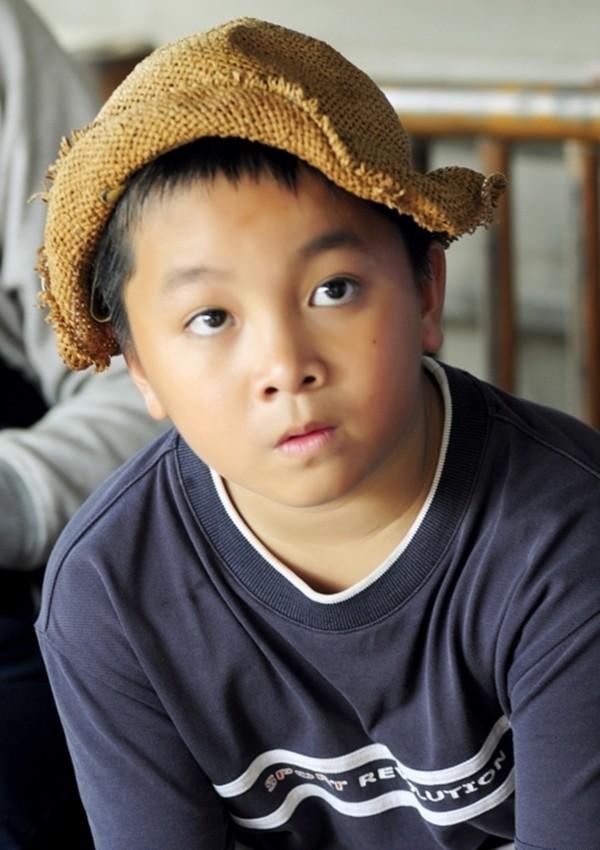 Hoài Linh và con trai nuôi bụi đời hết cỡ trong Lớp học một không hai 5