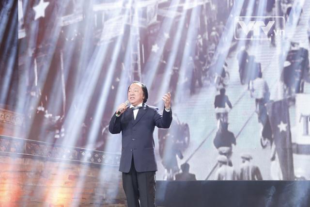 Ở tuổi ngoài 70, NSND Trung Kiên vẫn giữ được giọng hát vô cùng nội lực, đã làm nên tên tuổi của ông qua nhiều thời kỳ từ chiến tranh cho tới ngày nay.