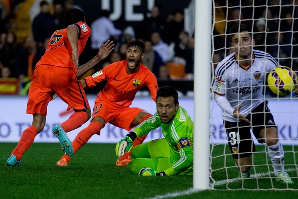 Busquets mang lại chiến thắng quý giá cho Barcelona