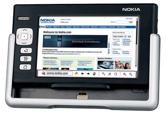 Máy được trang bị màn hình 4,1 inch có độ phân giải 800 x 480 pixel