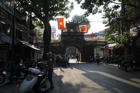 Ô Quan Chưởng trên phố Hàng Chiếu -1 trong 5 cửa ô đón chào đoàn quân tiến về tiếp quản Thủ đô ngày 10/10/1954 (Ảnh: Dân trí)