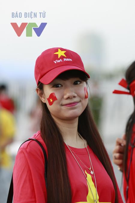 Không thiếu bóng hồng có mặt tại Mỹ Đình trong trận gặp Lào ngày hôm nay.