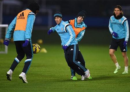 Hazard và các đồng đội trên sân tập