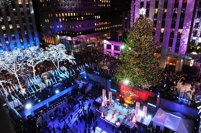 Cây thông Noel phía trước trung tâm Rockefeller năm 2014. (Ảnh: New York Daily News).