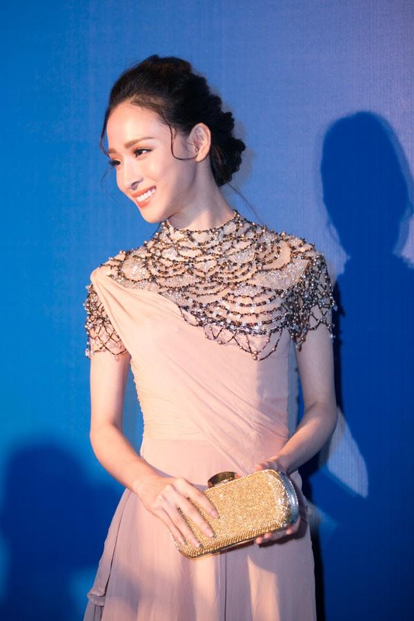 """""""Soi"""" tóc đẹp và đẳng cấp của sao Việt tại Elle Fashion Show 9"""